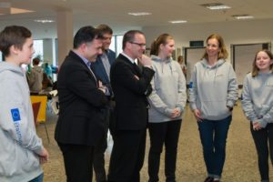 Kultusminister Tonne zu Besuch in der Sally-Perel-Gesamtschule