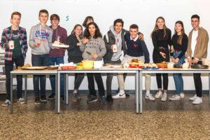 Schülerinnen und Schüler unterstützen anlässlich des Weltaidstages die Braunschweiger Aidshilfe
